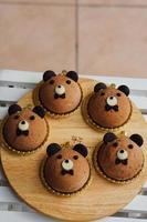 adorável bolo de mousse de urso foto