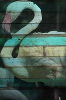 """mural """"pássaro flamingo"""". o conceito de pintura em madeira foto"""