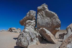 formação de rochas estranhas em sur lipez, sul da bolívia foto