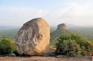 fortaleza da rocha do leão de sigiriya no sri lanka foto