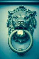 aldrava de porta de cabeça de leão