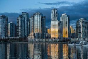 Skyline de Vancouver ao pôr do sol foto