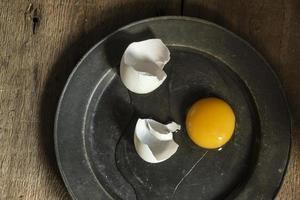 ovos de pato fresco em iluminação retro vintage estilo natural se foto