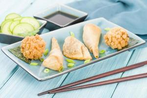 petiscos asiáticos fritos