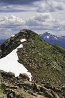 pico de montanha alta no verão foto