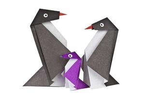 origami. figuras de papel de pinguins foto