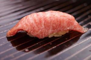carne suchi nigiri foto