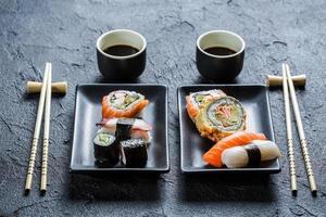 jantar de sushi para duas pessoas