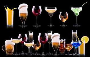 conjunto de bebidas de álcool diferentes foto
