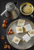 delícias turcas. sobremesa oriental com avelã e café