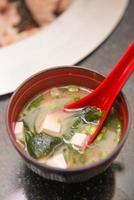 sopa de missô quente comida japonesa foto