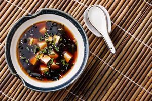 sopa de missô com tofu foto