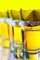 tequila, limão e sal