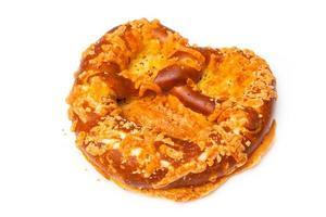 pretzel com cobertura de queijo foto