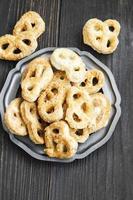 pretzels de queijo salgados foto