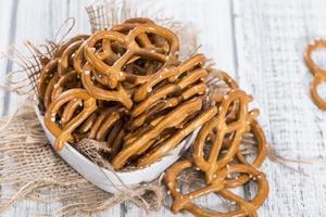 porção de pequenos pretzels