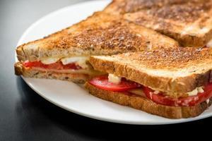 sanduíche de queijo torrado