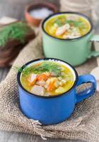 sopa de galinha com cevada e legumes