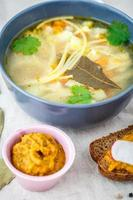 sopa com macarrão foto