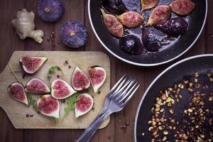 figues fraîches or rôties, douceurs d'automne foto