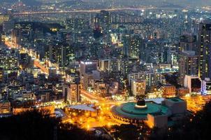 Seul à noite, skyline da cidade da coreia do sul foto