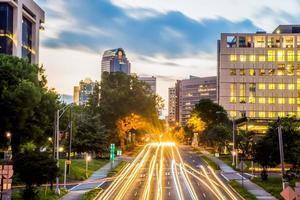 centro da cidade de charlotte skyline de carolina do norte foto