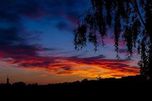 belo pôr do sol colorido foto
