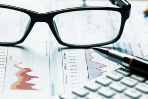 análise de gráficos e tabelas de contabilidade financeira