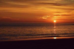 pôr do sol na praia de laguna