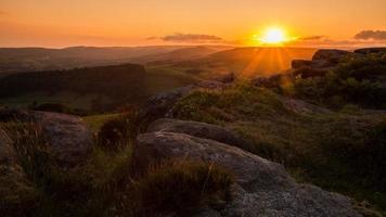 pôr do sol sobre o distrito de pico