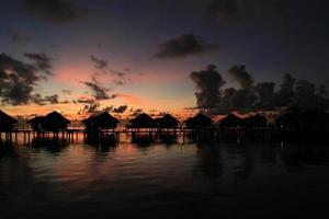 bangalô pôr do sol te tiare foto