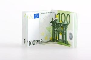notas de euro dinheiro cem isolado foto