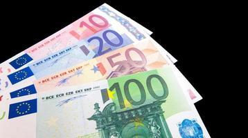 várias notas de euro foto