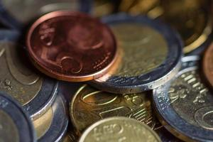 moedas de euro dinheiro. fundo macro. foto