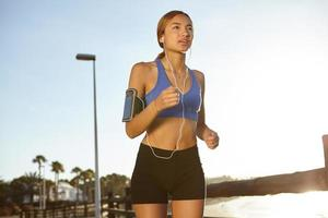 jovem atleta vivendo um estilo de vida saudável foto