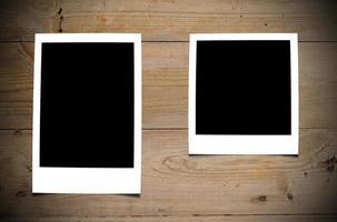 fotos em branco deitado na mesa.