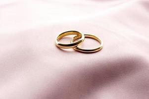 alianças de casamento foto