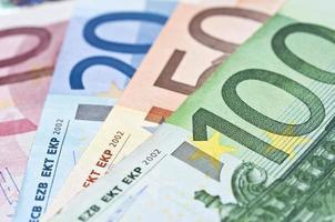 close-up de notas de dinheiro em euros foto