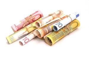 dinheiro euro isolado no fundo branco foto