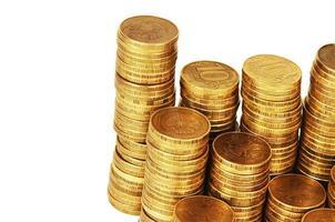 pilha de dinheiro ouro isolada no branco