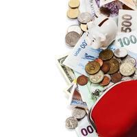 quadro de moedas e notas estrangeiras foto