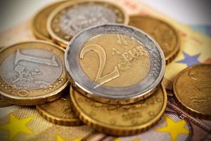 pilhas de moedas de euro foto