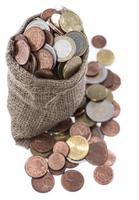 moedas de euro em um pequeno saco foto