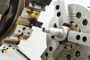 processo de torneamento para metais foto