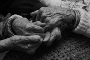 mãos firmemente foto