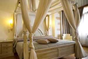 quarto de hotel de luxo e clássico