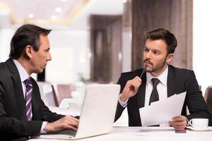 reunião de parceiros de negócios. foto