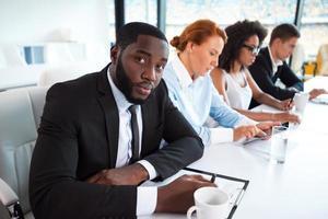 conceito para equipe de negócios étnicos multi foto
