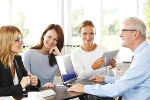 equipe de negócios no escritório foto