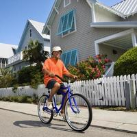 homem de bicicleta. foto